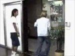 Blbec u dveří